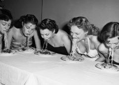 Οι γυναίκες που τρώνε πολλά ζυμαρικά  έχουν πιο γρήγορα εμμηνόπαυση